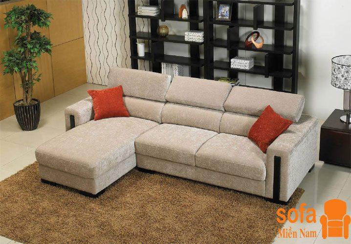 giu-tre-nho-tranh-xa-ghe-sofa-vai-lua-vi-de-bi-hu-boi-cac-vet-ban-co-hoa-chat, silk fabric sofa